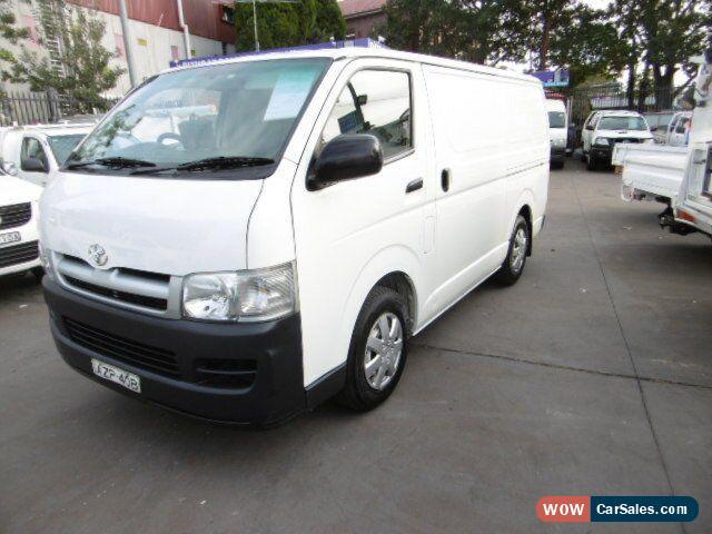 5c8183d94b2758 ... Classic 2006 Toyota Hiace TRH201R LWB White Automatic 4sp A Van for Sale